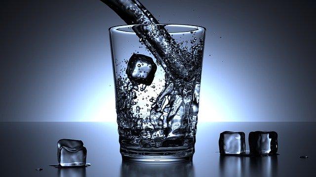 水素水が注がれたコップ
