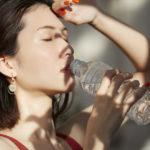 水のみ健康法を行っている女性