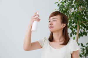水素水スプレーを毎日使う女性