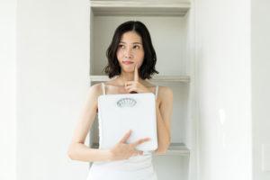 ダイエットと漢方の関係を疑う女性