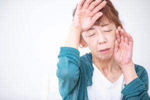 更年期症状に疲れた女性