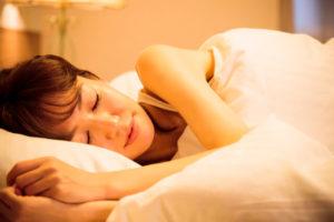 足の冷え解消でよく眠れる女性