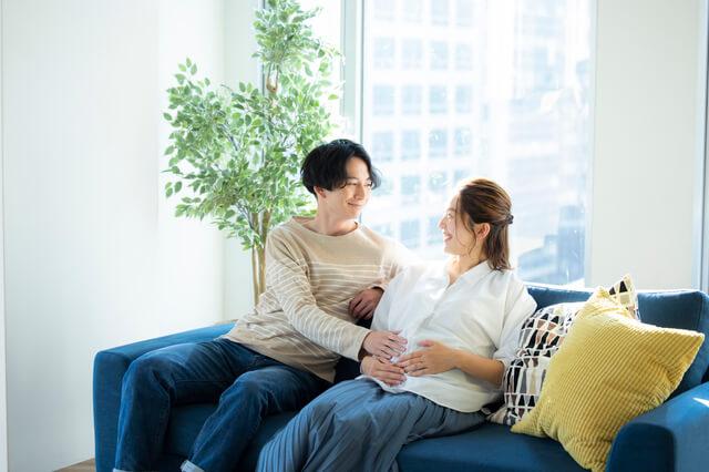 妊娠中に飲むサプリについて考える夫婦